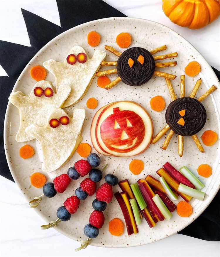 Cute and delicious Halloween food ideas. Click here for more such delicious easy halloween food, halloween food ideas for kids, halloween treats, fun halloween food ideas, #halloweenfood #halloweenfoodideas