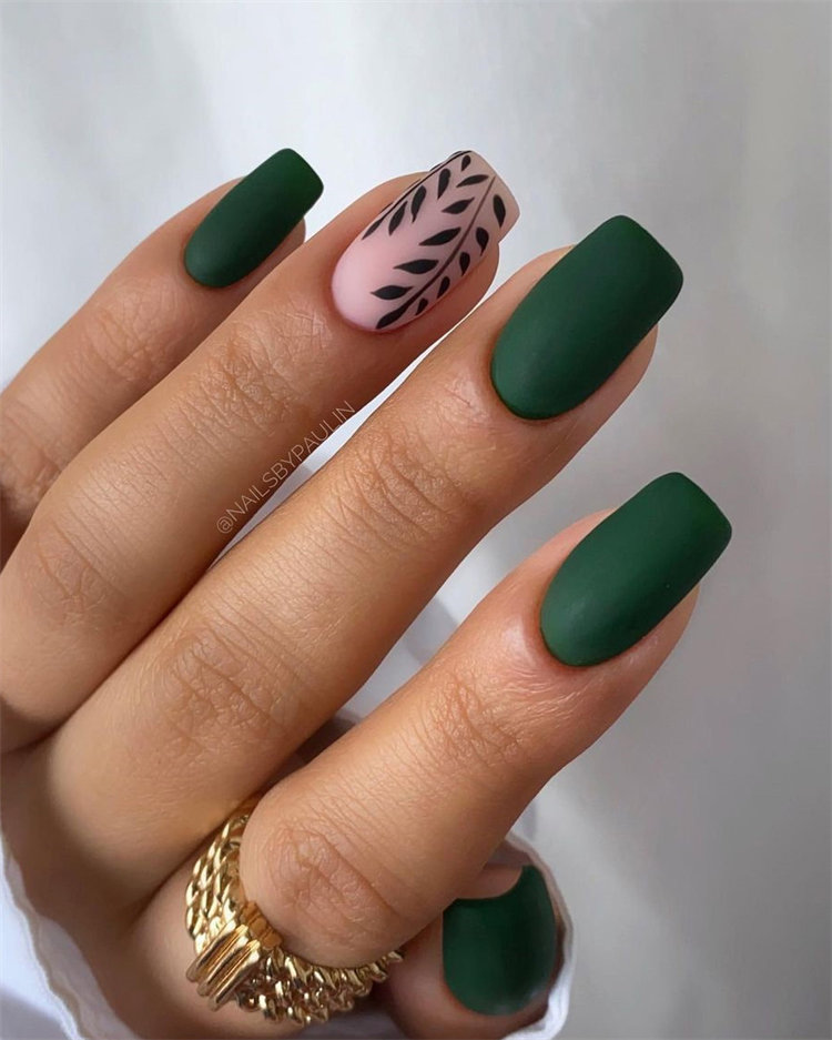 Looking for Halloween nail design and ideas? Here are the very best spooky nail art ideas from the coolest Instagram styles and Youtube tutorials of 2021, which including the pumpkin, the ghost, spider, drip and more.