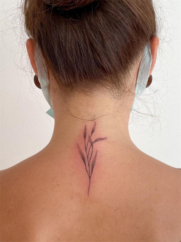 30 Leaf Tattoos Ideas for Women that Celebrate the Fall