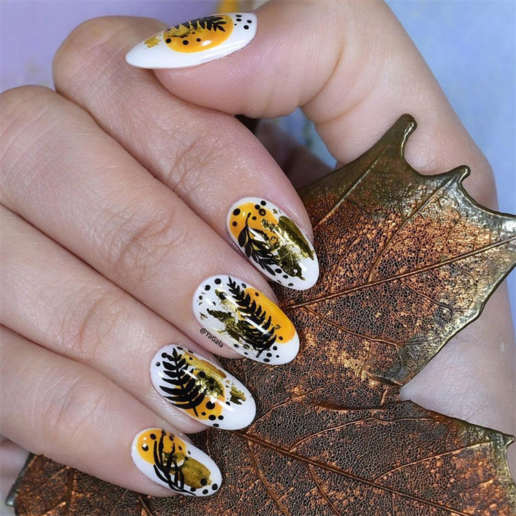Browse through the best fall nails inspiration around, what better excuse is there to go all out in the nail department? Continue reading 35 Beautiful Nail Designs To Wear This Fall.